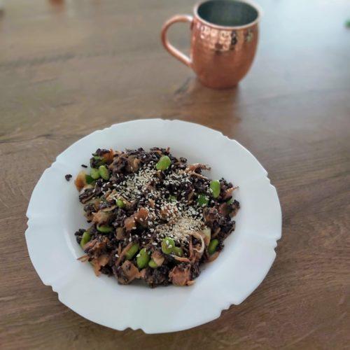 Šalát s čiernou ryžou a tahini